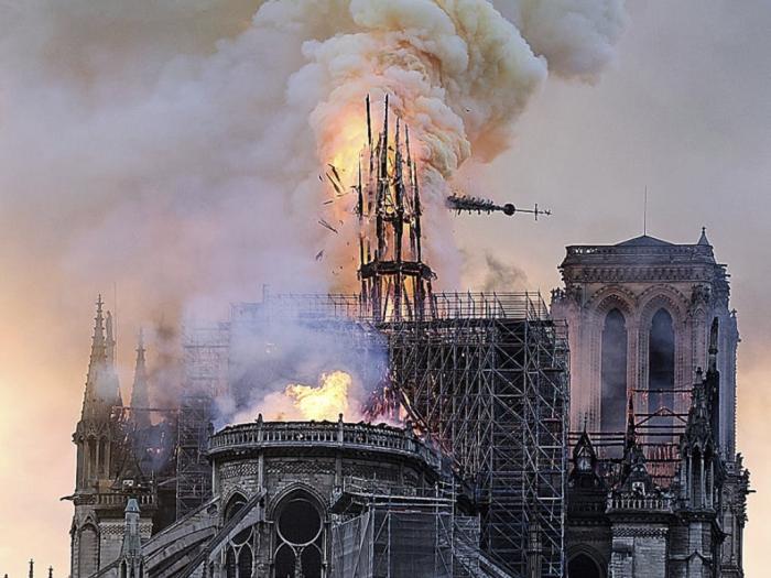Suche nach Ursache für Großbrand in Notre-Dame