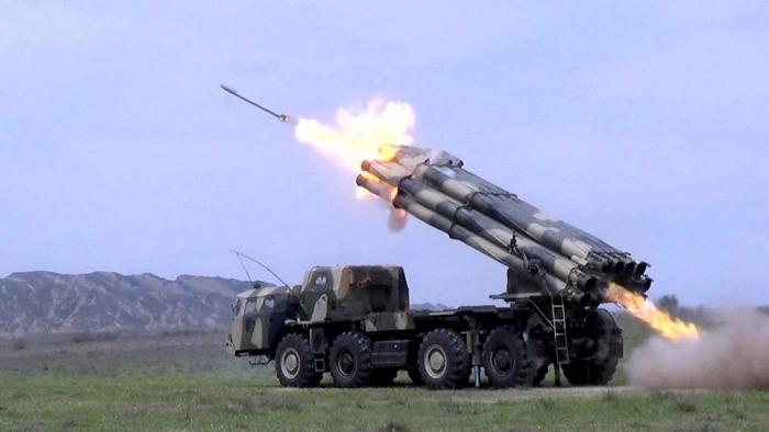 Raketen- und Artillerieeinheiten führen das Schießen im Grenzgebiet aus -  PHOTO + VIDEO