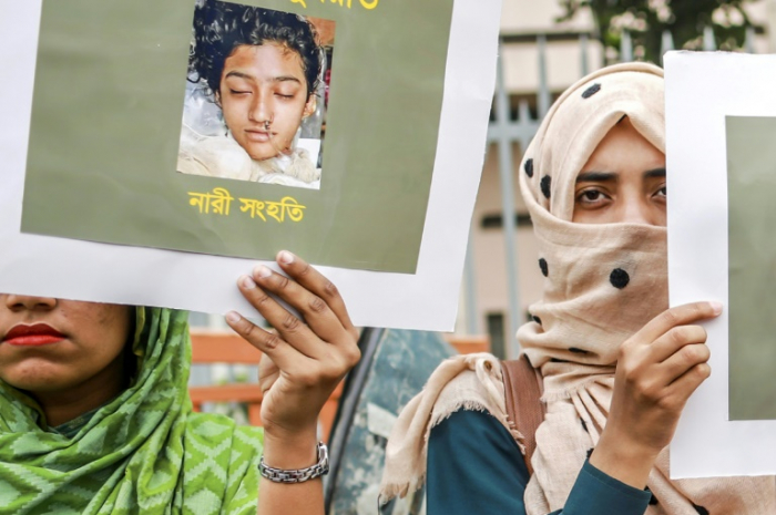 Bangladesh girl burned to death on teacher