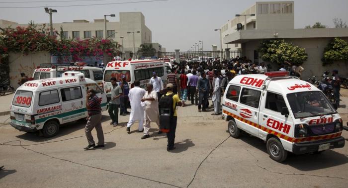 Varios muertos y decenas de heridos al volcar un autobús en el sureste de Pakistán