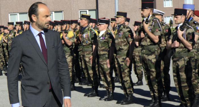Frankreich wird Militärs und Technik Richtung russische Grenze schicken