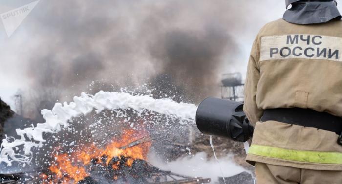 Los bomberos sofocan incendios forestales en 14 localidades en el este de Rusia