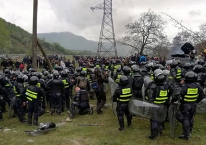 Gürcüstanda etiraz aksiyası: 30-a yaxın yaralı var