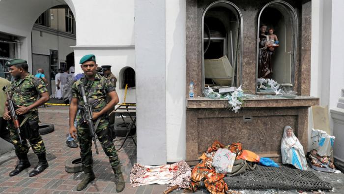 Sri Lanka:   Declaran el toque de queda y cierran el acceso a las redes sociales tras las explosiones