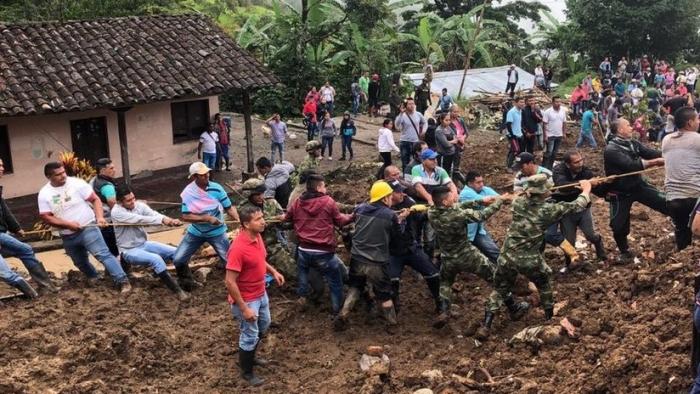 Al menos 14 muertos y varios desaparecidos tras un deslizamiento de tierra en Colombia (VIDEO)