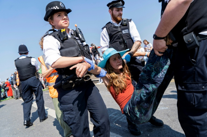 London climate protesters seek talks with government