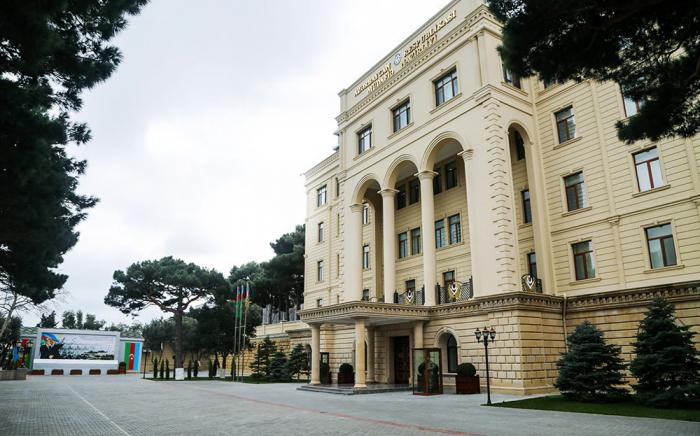 Delegation des aserbaidschanischen Verteidigungsministeriums zur Teilnahme an der internationalen Konferenz in Moskau
