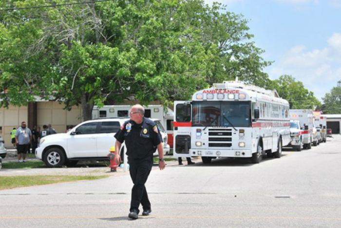 Mueren seis personas al caer avioneta en Texas