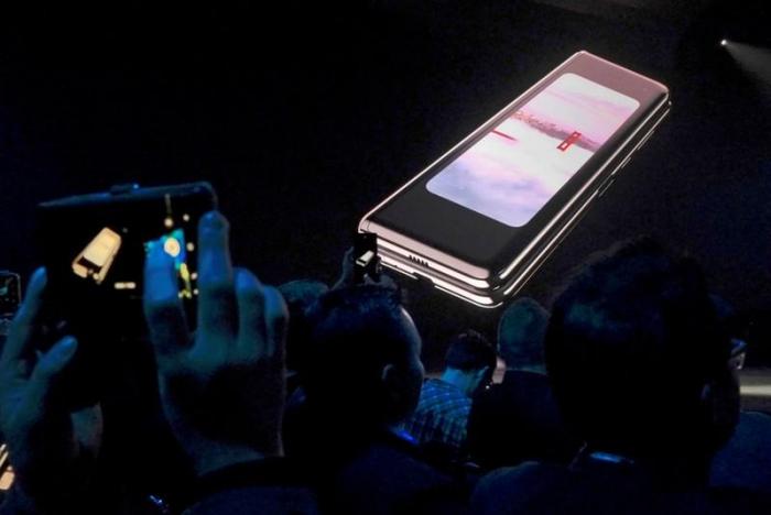 Samsung verschiebt Marktstart von Falt-Handy nach Problemen