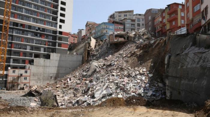 İstanbulda təhlükə - 26 bina boşaldıldı