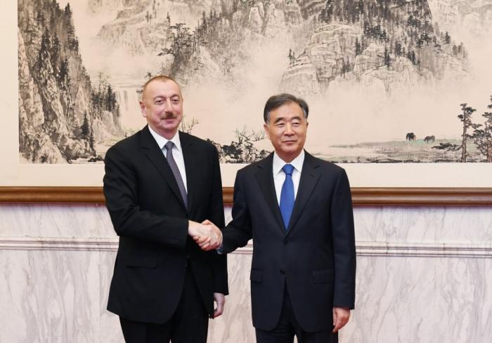 Präsident Ilham Aliyev trifft Mitglied des Politbüros der Kommunistischen Partei Chinas Wang Yang
