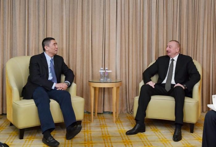 China: Treffen zwischen Präsident Ilham Aliyev und dem Präsidenten von China Poly Group