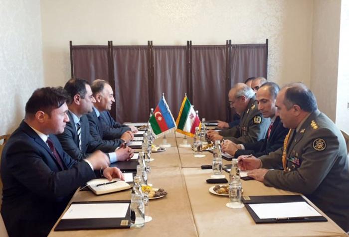 Azerbaiyán e Irán discuten cooperación militar