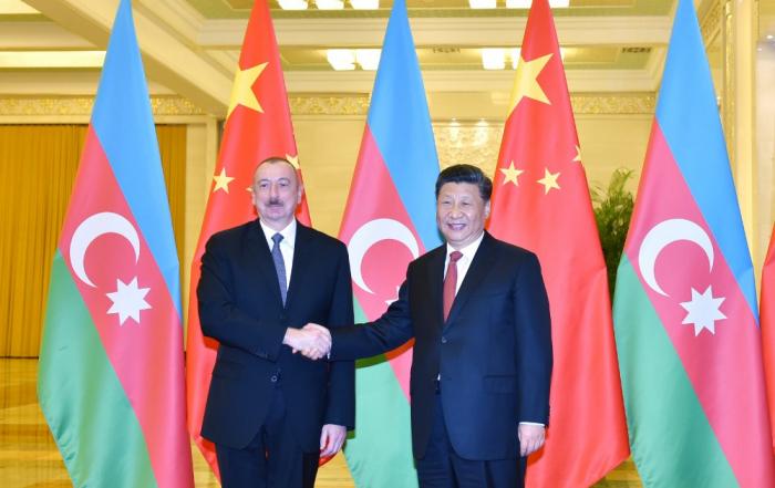 Aserbaidschanischer Präsident trifft mit dem Vorsitzenden der Volksrepublik China zusammen -  FOTOS