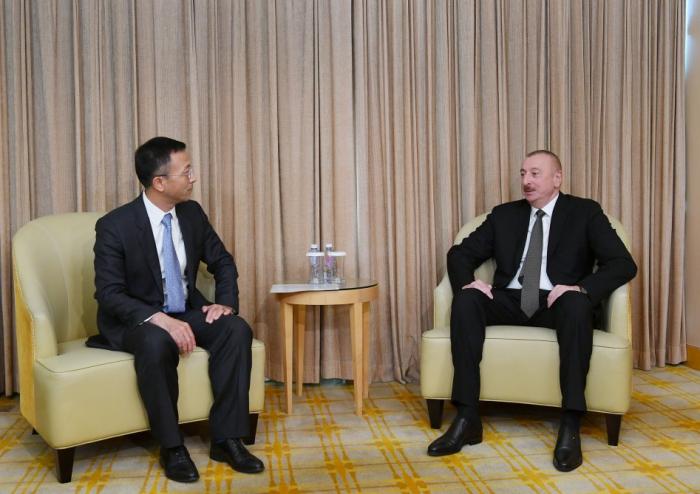 Presidente Ilham Aliyev mantiene una serie de reuniones en Pekín-   Fotos