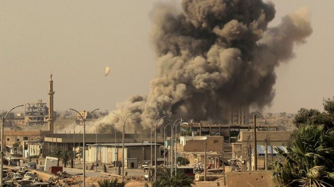 IS conflict: Coalition strikes on Raqqa