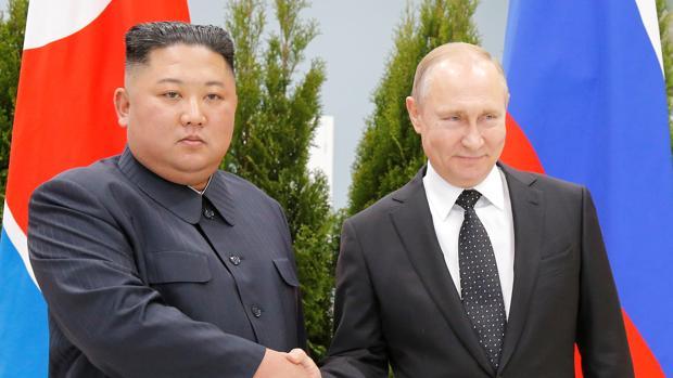 Kim Jong-un pide a Putin que medie en el desmantelamiento de su arsenal