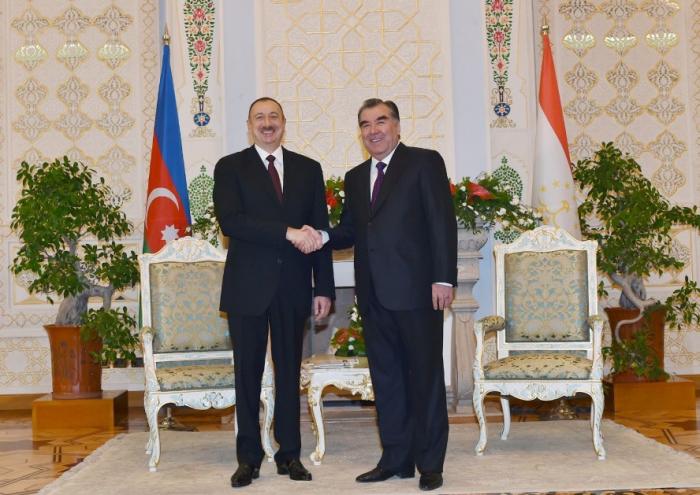 Presidente Ilham Aliyev conversa con su homólogo de Tayikistán