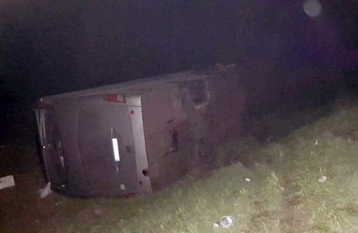 Kiyevdən gələn avtobus dərəyə aşdı: 20-dən çox yaralı var