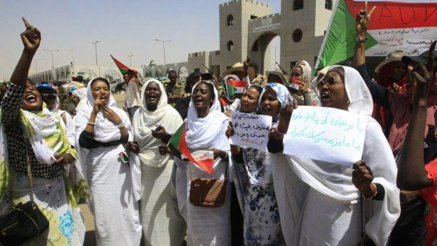 مظاهرات السودان: ممثلو الحركة الاحتجاجية يلتقون المجلس العسكري ويطالبون بحكومة مدنية واسعة الصلاحيات