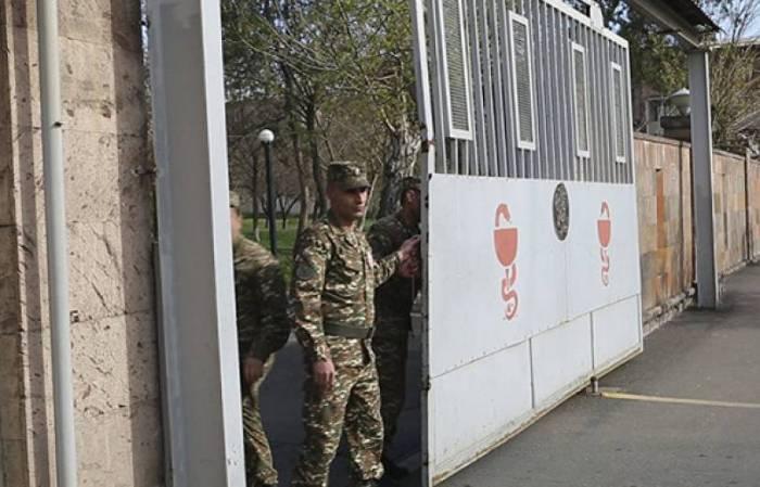 Ermənistanda daha bir hərbçi öldü