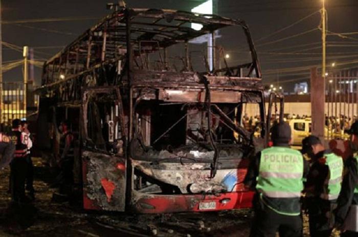 20 nəfər avtobusda yanaraq ölüb