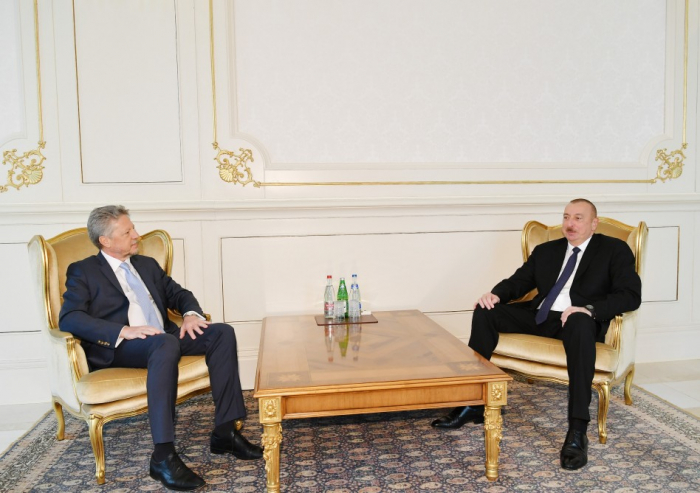 President Ilham Aliyev receives credentials of incoming Argentine ambassador - UPDATED