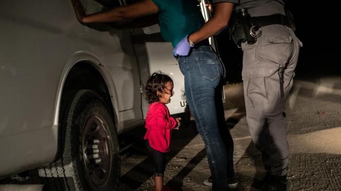Una niña migrante llorando en la frontera de México, premio World Press Photo 2019