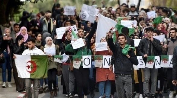 المحتجون الجزائريون يطالبون بإلغاء الانتخابات الرئاسية