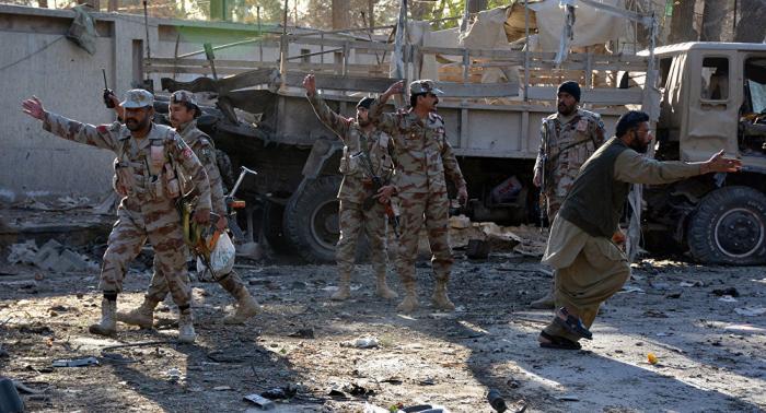 Pakistanda silahlılar 14 sərnişini güllələdi