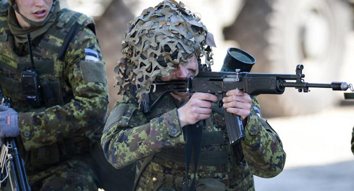 فرنسا تنقل قواتها إلى الحدود الروسية