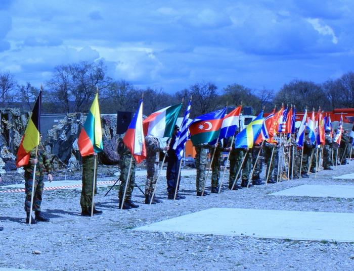 الجنود الأذربيجانيون في تدريب الناتو -  صور