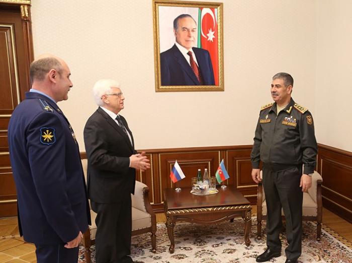 Le ministre azerbaïdjanais de la Défense a reçu l