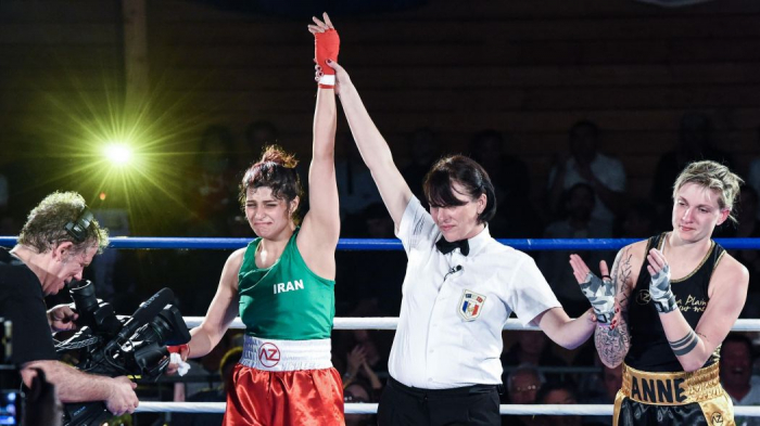 La boxeuse iranienne Sadaf Khadem gagne son premier combat
