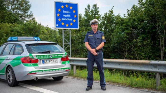 Seehofer verteidigt Grenzkontrollen