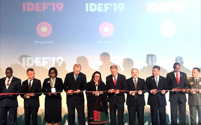 """Müdafiə naziri """"İDEF-2019"""" sərgisinin açılışında"""