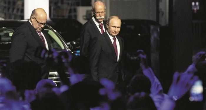 Poutine et Altmaier inaugurent une usine Mercedes en Russie