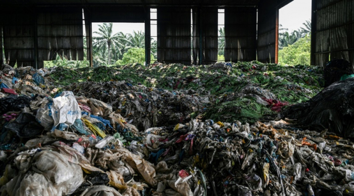 """La Chine ne veut plus être """"la poubelle du monde"""", le recyclage mondial en plein chaos"""