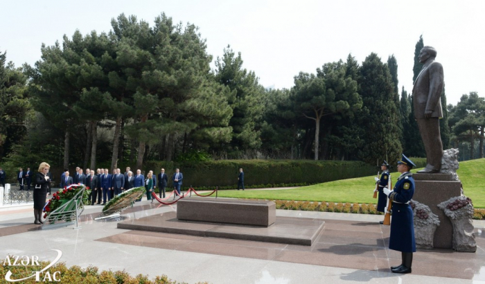 Chairperson of Russian Federation Council pays respect to national leader Heydar Aliyev