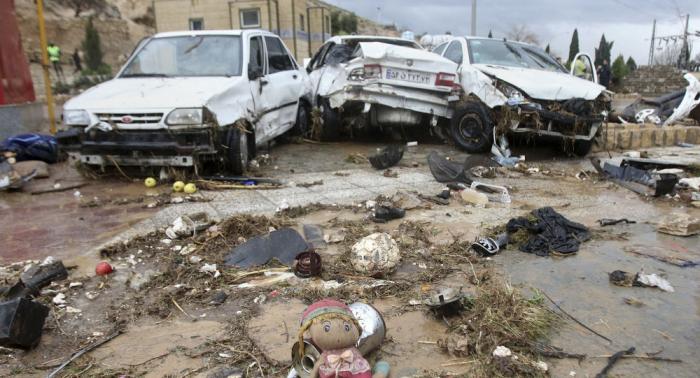 """بالصور... شباب """"حزب الله"""" في الأهواز لمساعدة الإيرانيين"""