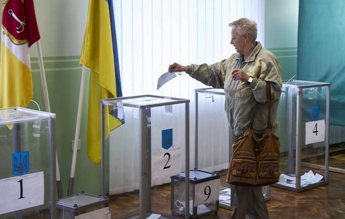 Ukraynada seçicilərin 48 faizə yaxını səs verib