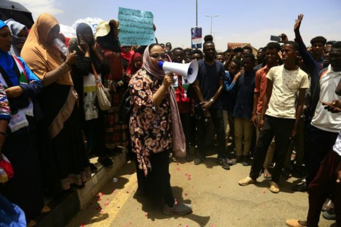 Soudan:   les manifestants de nouveau présents en masse devant le QG de l