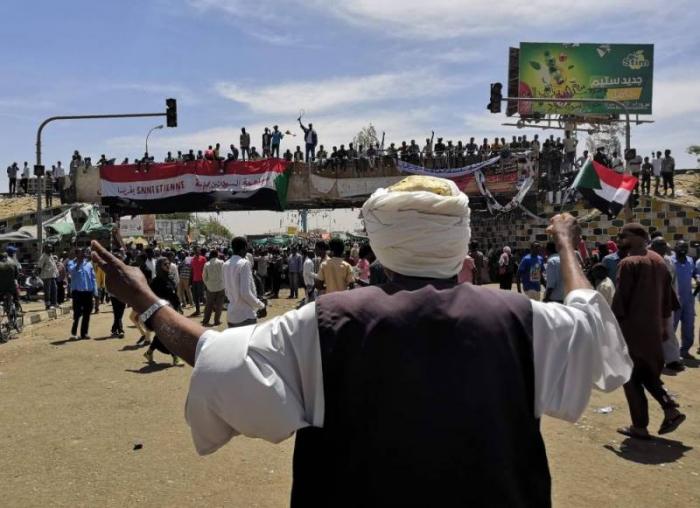"""Soudan :   les contestataires exigent le transfert """"immédiat"""" du pouvoir à un gouvernement civil"""