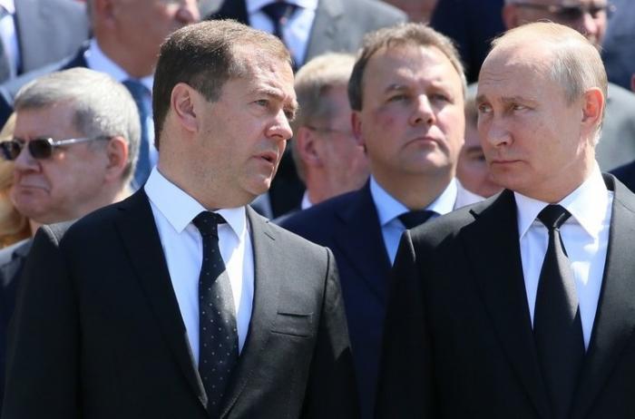 Putin Medvedevi İrəvana göndərir