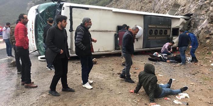 Futbol yarışına gedənlər qəzaya düşdü: Ölən və yaralılar var