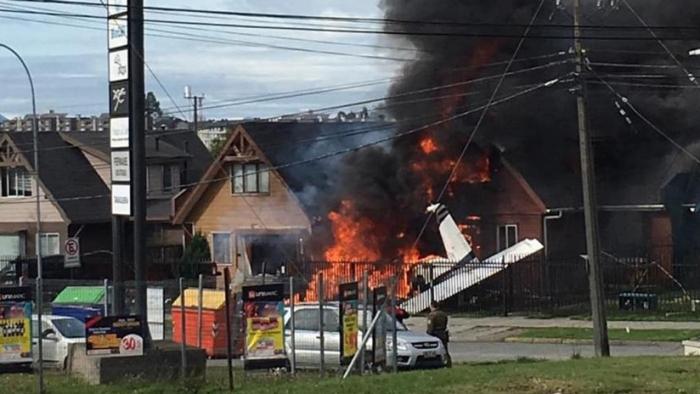 Chile:  Seis muertos al caer una avioneta sobre una casa