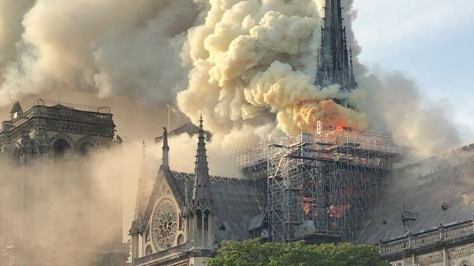 Incendie à Notre-Dame de Paris:Macron reporte son allocution et se rend sur place - Mise à Jour