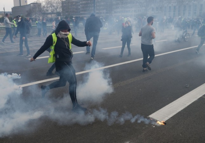 Yellow vest protests enter 21st week amid crackdown by French police