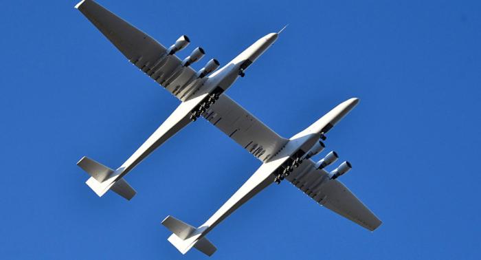 تحليق أكبر طائرة في العالم... وهذه هي مواصفاتها