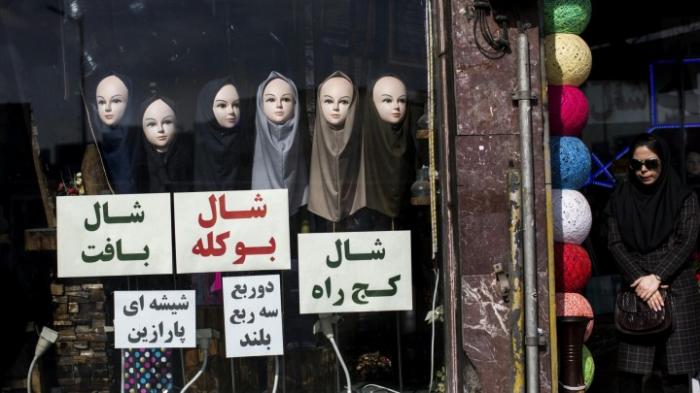 Ein Jahr Haft für Frau ohne Kopftuch